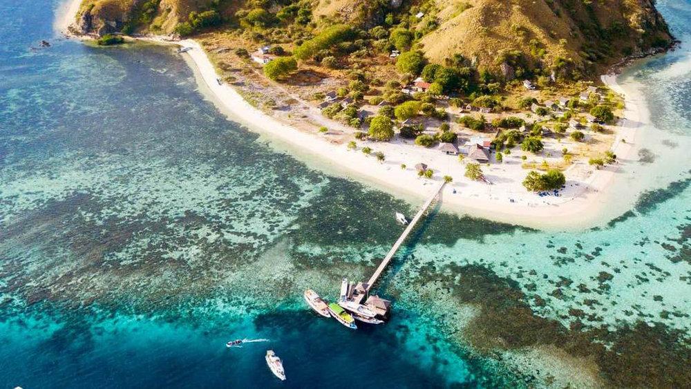 The beautiful Kanawa island provides a tourist area near the beach