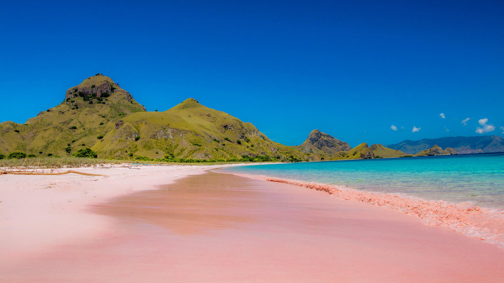 The sand with an amazing pink color in Pink beach
