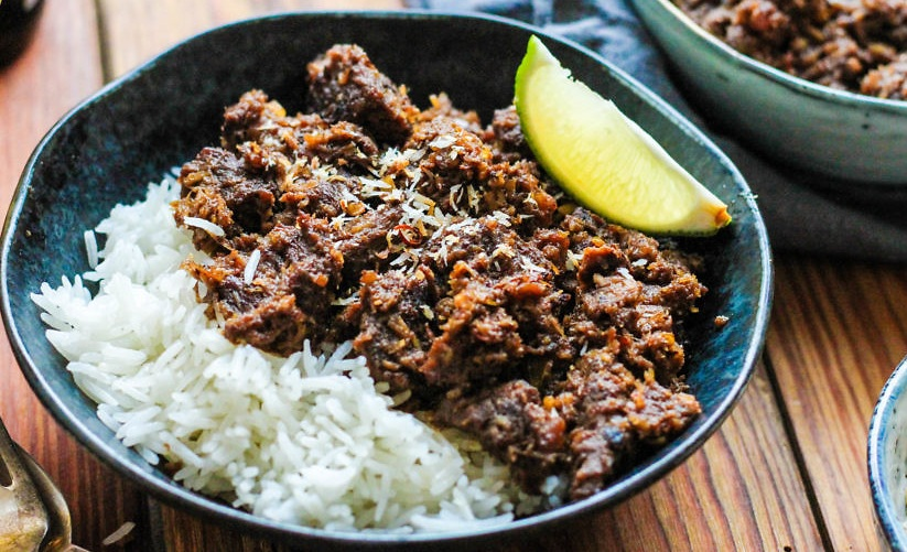 A delicious Rendang with rice and lemon
