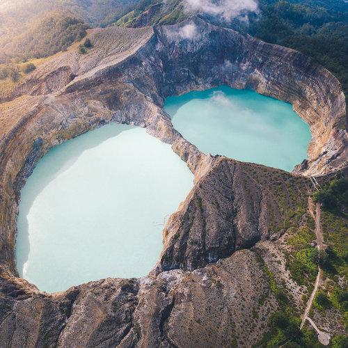 The color-changing Kelimutu lake
