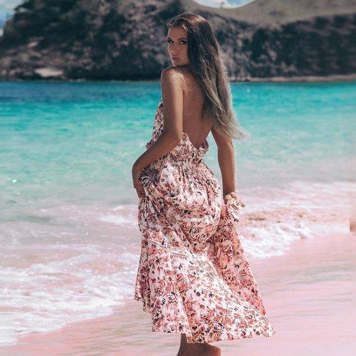 Yana wearing a dress in the Pink Beach