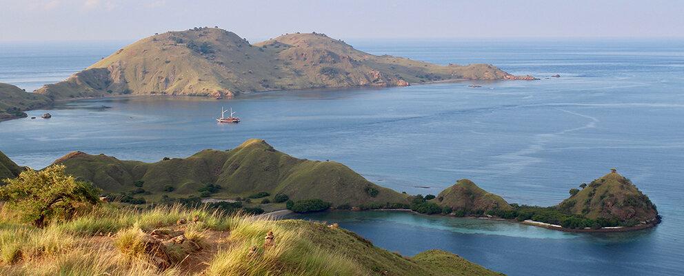 The green hills in Gili Lawa Darat
