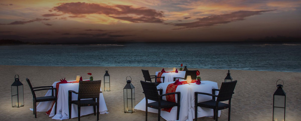 A romantic dinner in the beachside