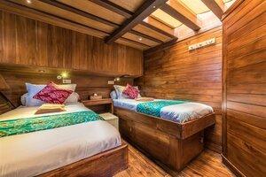 The twin bedroom in Carpe Diem liveaboard