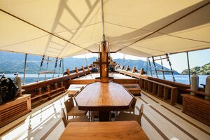 The deck in Tanaka liveaboard is spacious and offers a lot of seating area