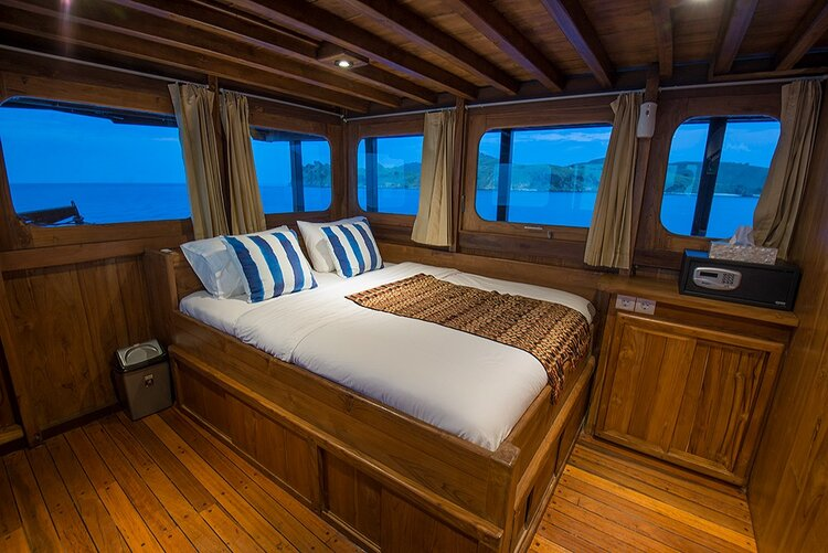 A great bedroom with amazing view - Adishree liveaboard