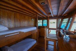 A bedroom for 2 peoples - Adishree liveaboard