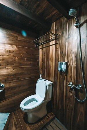 Private bathroom inside Andamari liveaboard