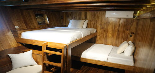 Sharing bedroom with multiple beds for sharing guests on Andamari liveaboard
