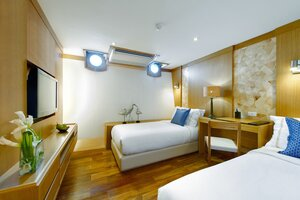 A twin bedroom with a great atmosphere for Salila liveaboard guests