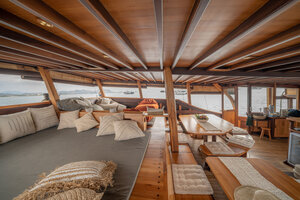 The indoor lounge of Jakare liveaboard have large beds and many sofas to satisfy the guests