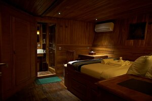 Bedroom with a large bed for the guests in Damai I liveaboard