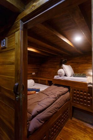 Sharing bedroom with 2 beds in Helena liveaboard