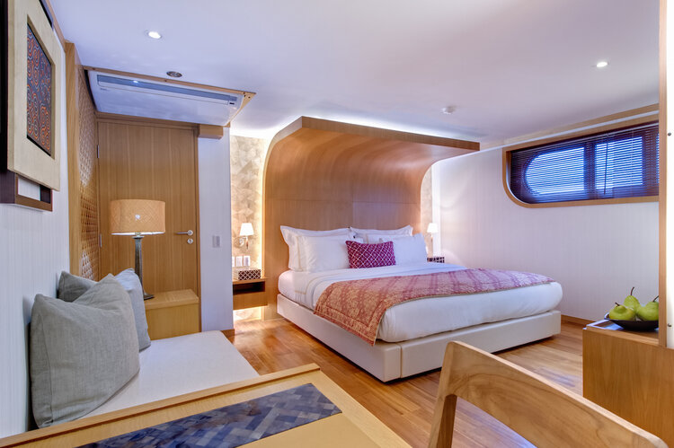 The luxurious bedroom in Salila liveaboard