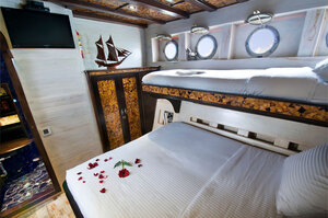 Luxury bedroom in Manta Mae liveaboard
