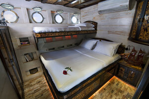Manta Mae liveaboard offers a sharing bedroom with multiple beds