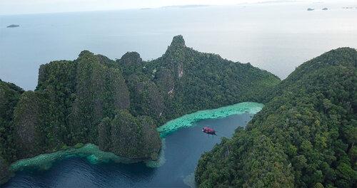 Manta Mae liveaboard exploring the beautiful Flores islands
