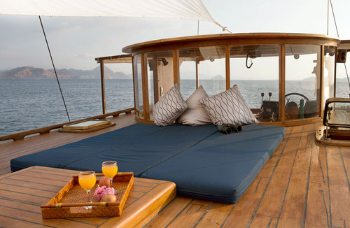 Upper deck mantra liveaboard