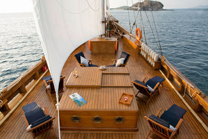 Upper deck to enjoy the view - Mantra liveaboard