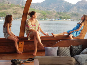 The guests are relaxing on the port side of Nataraja liveaboard