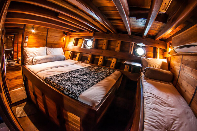 The bedroom in Nataraja liveaboard provides a comfortable bed