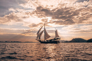 Nataraja liveaboard sailing in the vast ocean around the dusk