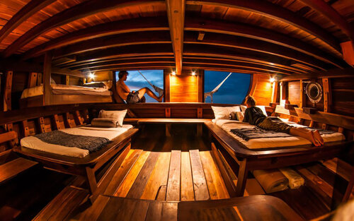 Master cabin in Nataraja liveaboard offers better facilities with private balcony
