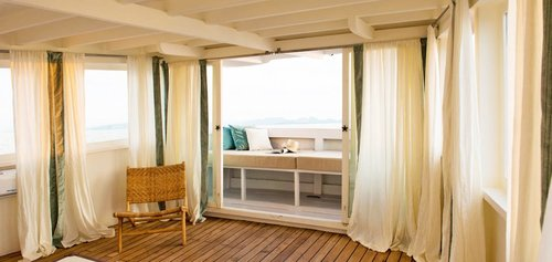 Alexa liveaboard have a home looking window on their room