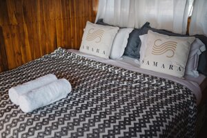 Bedroom in Samara I liveaboard with a large bed and clean sheet