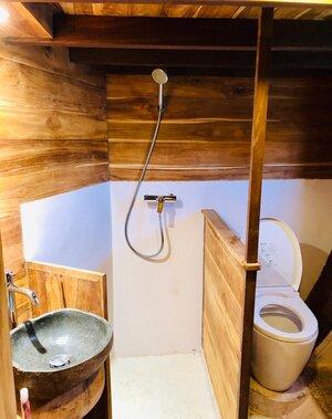 The bathroom in Samara I liveaboard looks neat