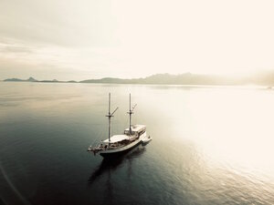 The Samara II liveaboard looking fantastic exploring the seas