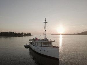 Enjoy beautiful sunset from aboard Splendour liveaboard