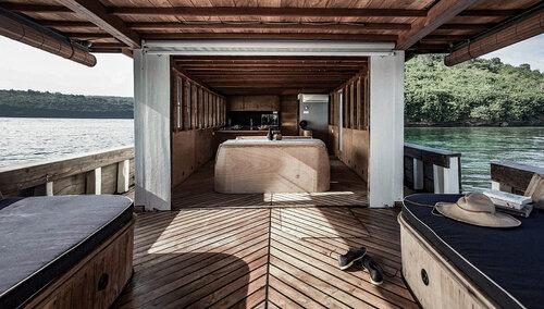 Splendour liveaboard spacious deck area