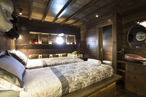 A bedroom in Tiare boat provides beds, a cabinet and private bathroom
