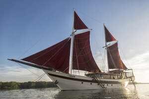 The magnificent Tiare liveaboard exploring the ocean
