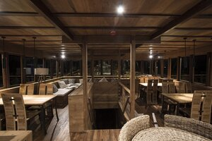 Wonderful dinner in the Tiare liveaboard dining room with elegant interior