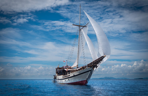 The magnificent Wisesa liveaboard sailing on a cloudy weather