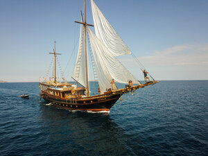 The amazing Nataraja liveaboard traveling in the ocean on a clear weather