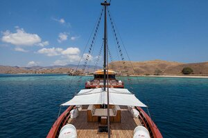 Samata liveaboard, a great experience to komodo island with hello flores