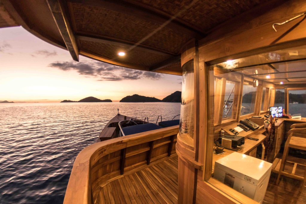 The captain room above the Magia 2 liveaboard deck