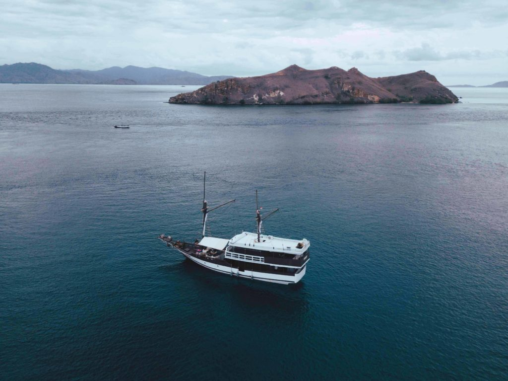 Derya liveaboard sailing to Flores