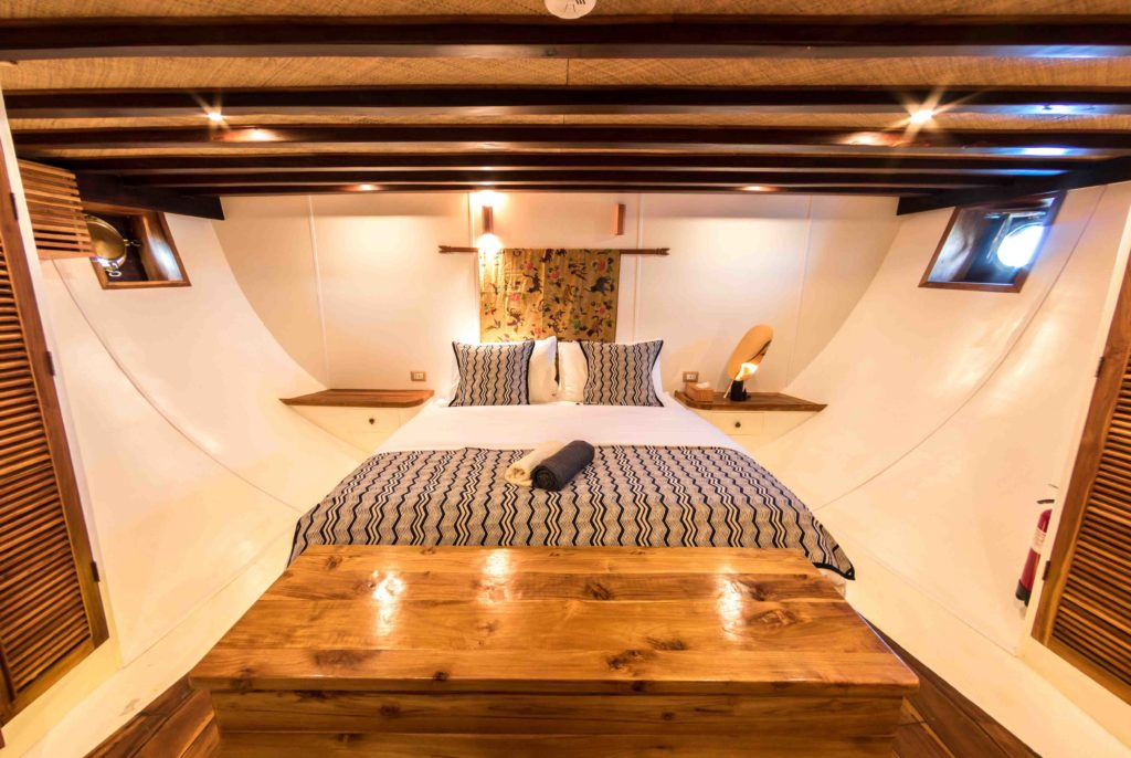The king-size bed in Magia 2 liveaboard master cabin