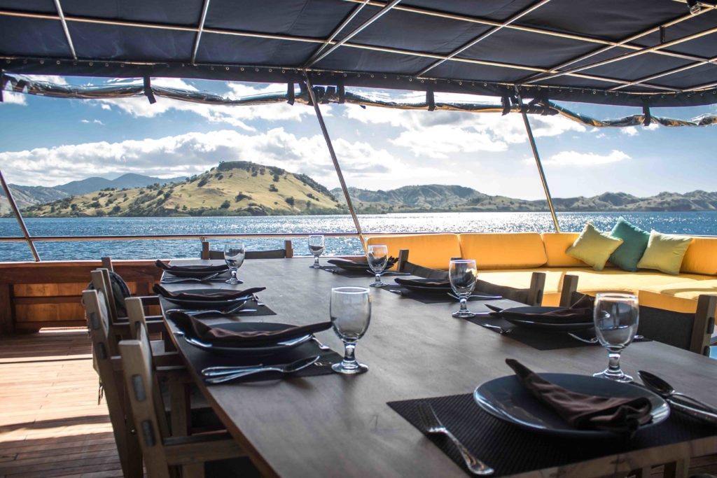 The outdoor dining area in Magia 2 liveaboard