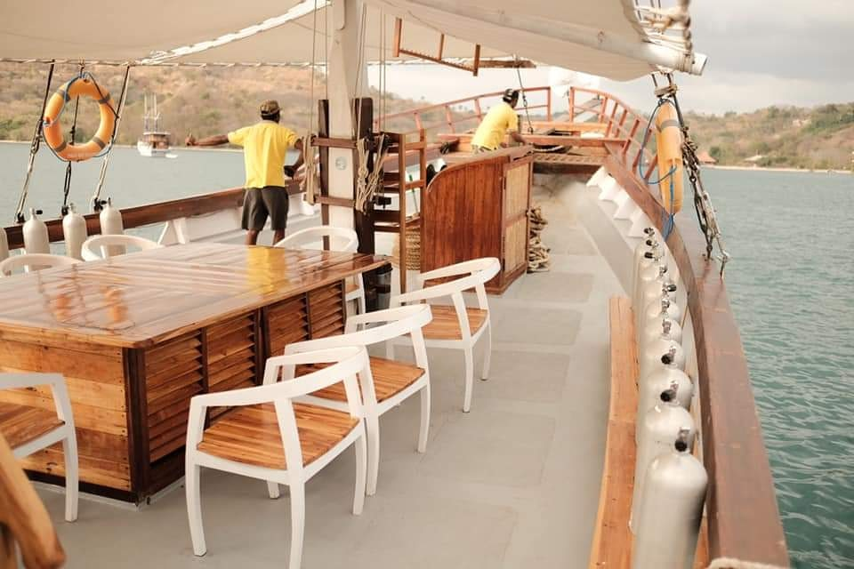 The dining area for guests onboard Sinar Pagi