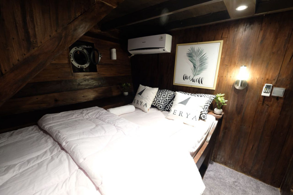 A private cabin on the Derya liveaboard | Hello Flores